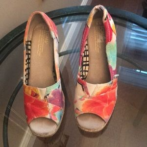 EUC Toms wedges